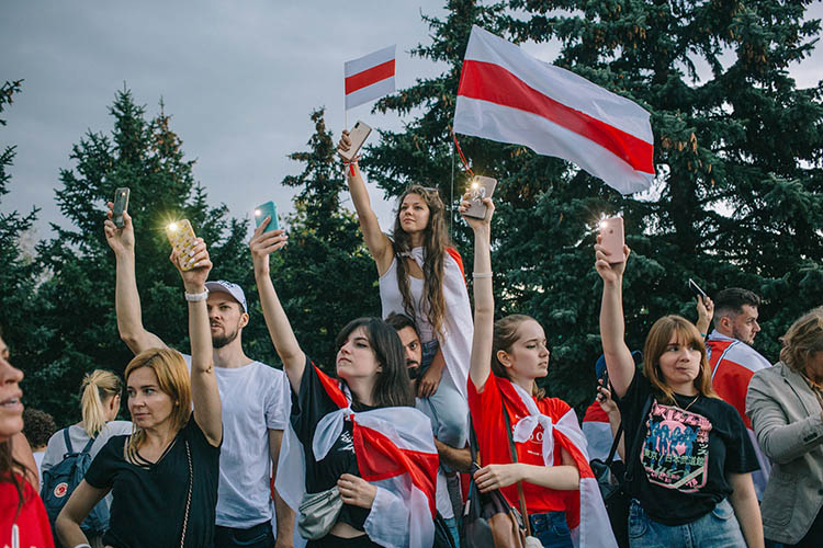 Why the Flag of Belarusian protests is White-Red-White?